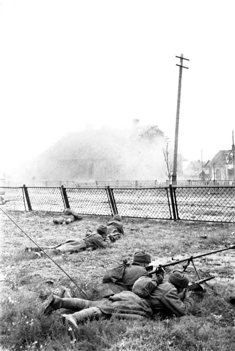 Советская пехота в уличных боях в Сталинграде