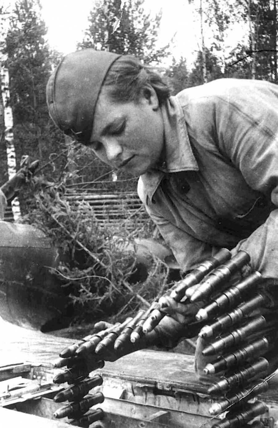 Стрелок-оружейник гв. ефрейтор Клавдия Данилова