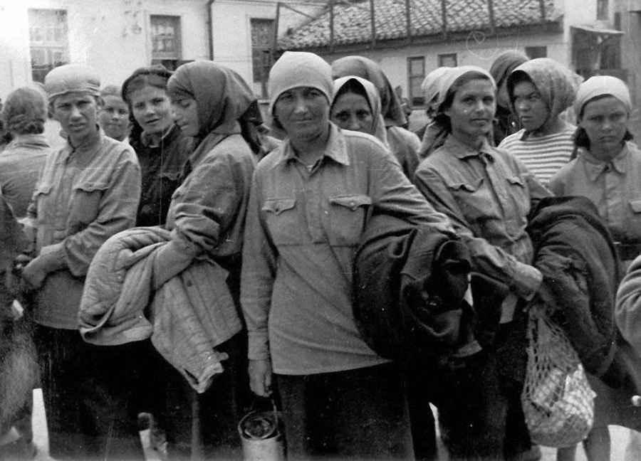 Советские женщины в лагере, попавшие в плен под Симферополем