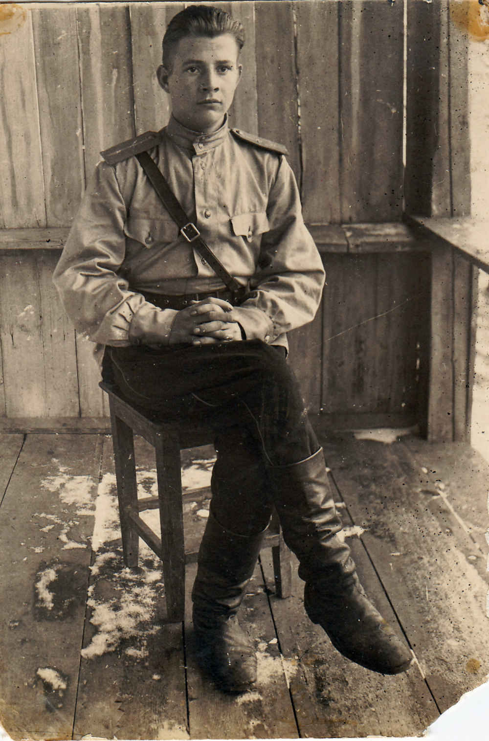 Командир пулеметного взвода младший лейтенант Михаил Линьков