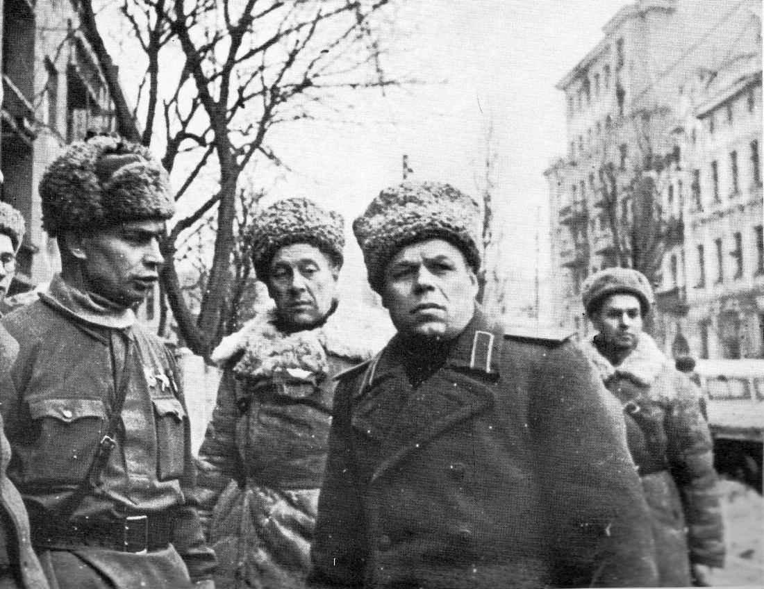 Генерал-лейтенант танковых войск П.С. Рыбалко в Харькове