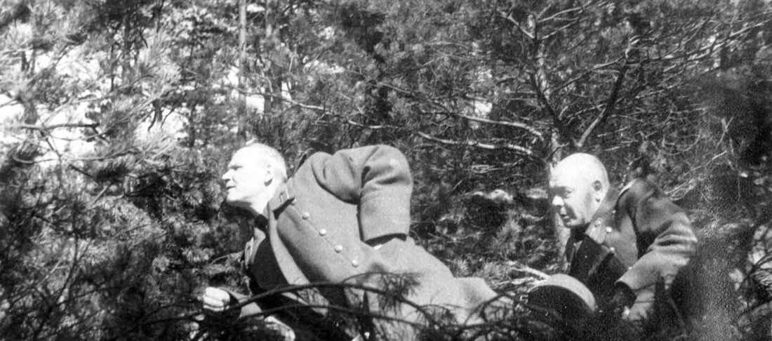 Конев и Лелюшенко на наблюдательном пункте