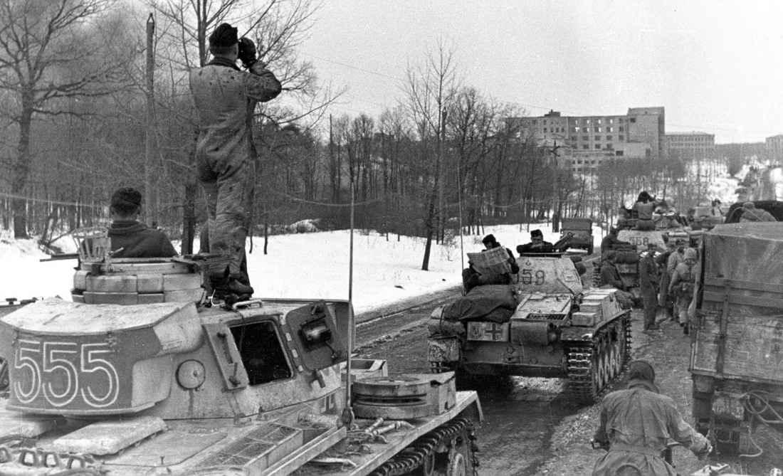 Колонна немецких танков на подходе к Харькову