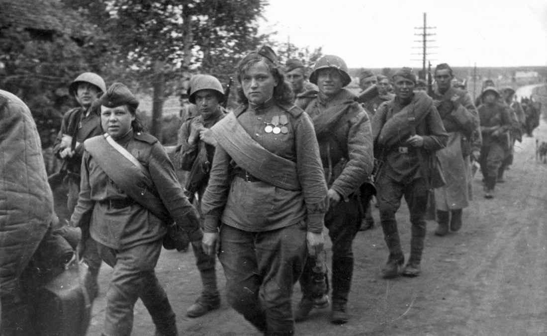 Красноармейцы Ленинградского фронта на марше