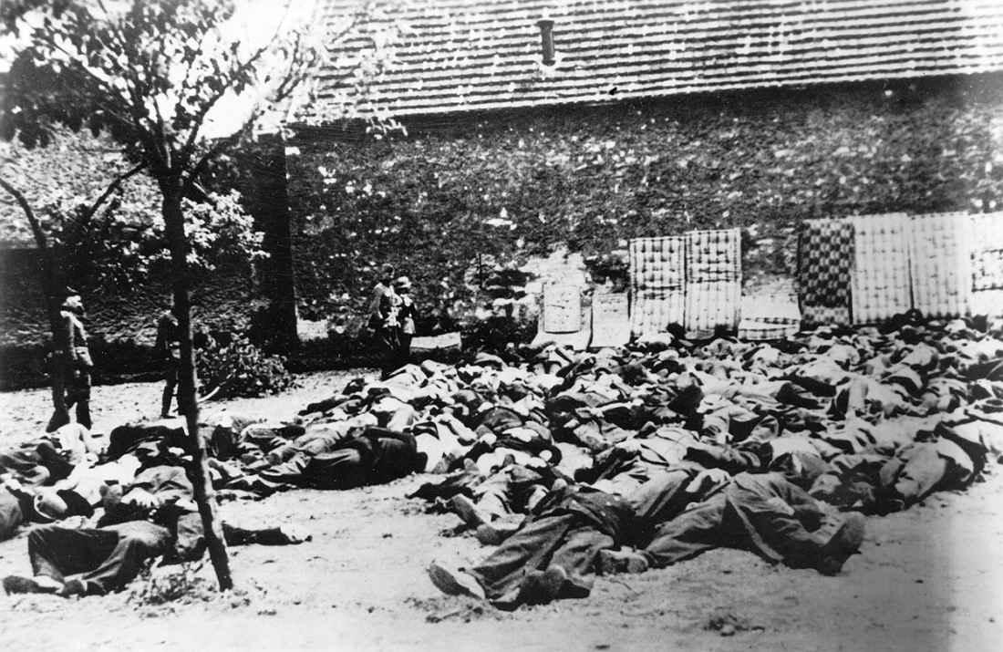 Расстрелянные жители шахтерского поселка Лидице