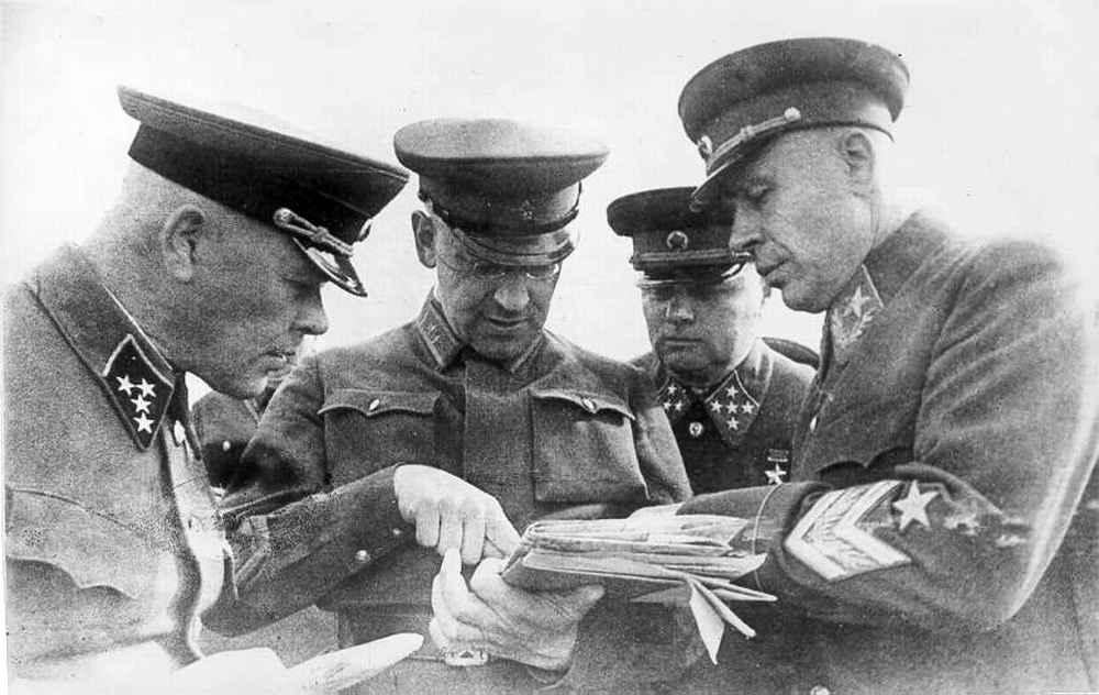 Высшее командование РККА обсуждет документы