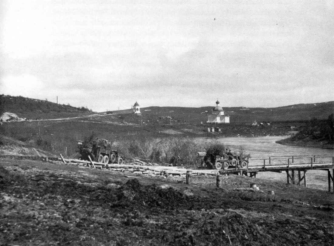 На мосту города Петсамо в первый день наступления немцев на Мурманск