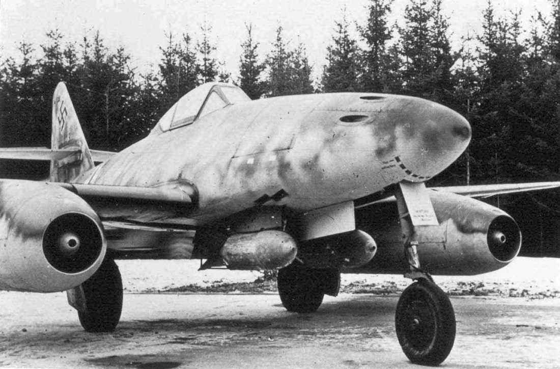 Немецкий реактивный истребитель-бомбардировщик Мессершмитт