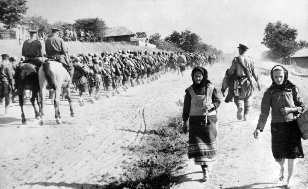 Советские войска на марше в Молдавии