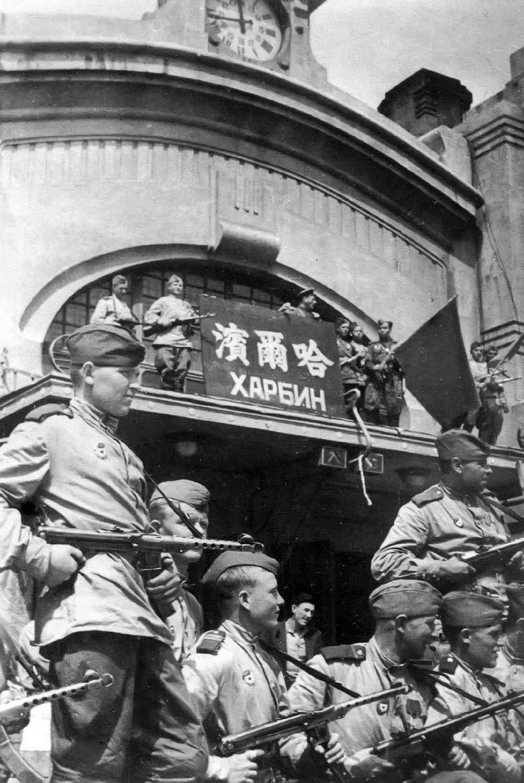 Советские бойцы-гвардейцы в Харбине
