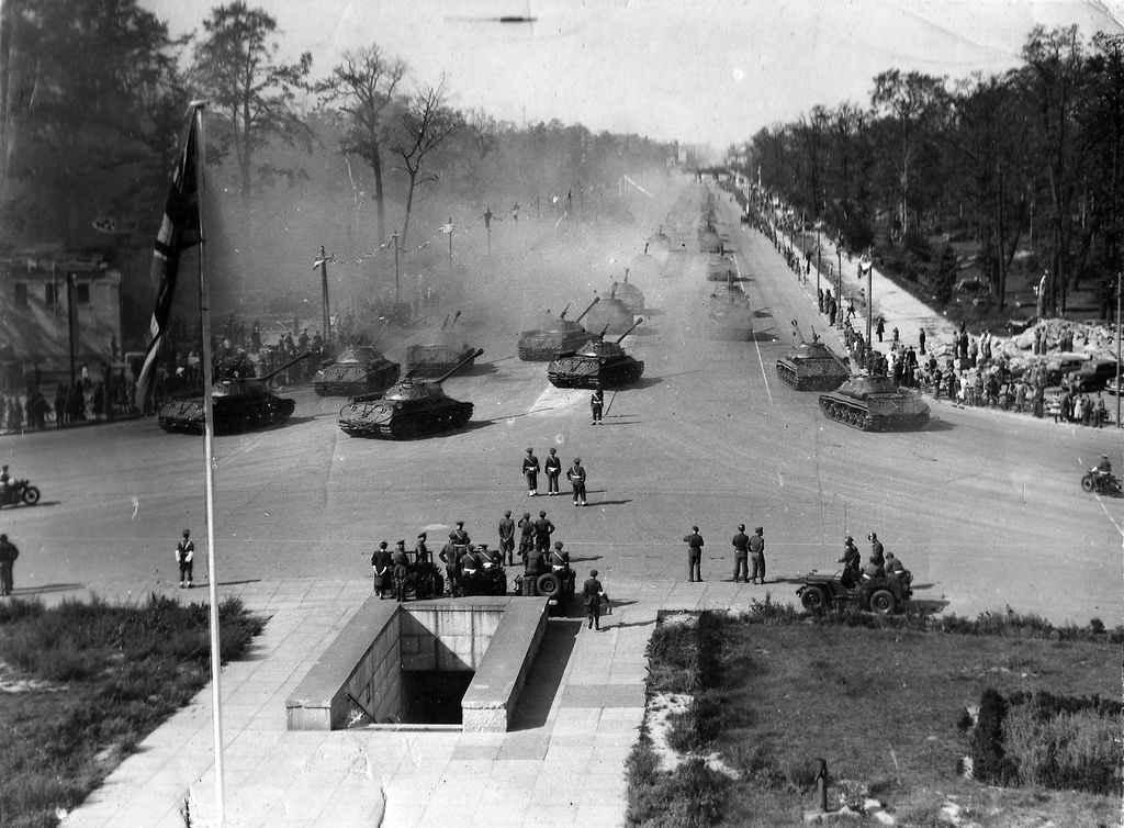 Парад Победы союзных войск в Берлине