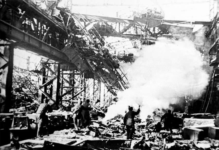 Бой на территории завода «Красный Октябрь»