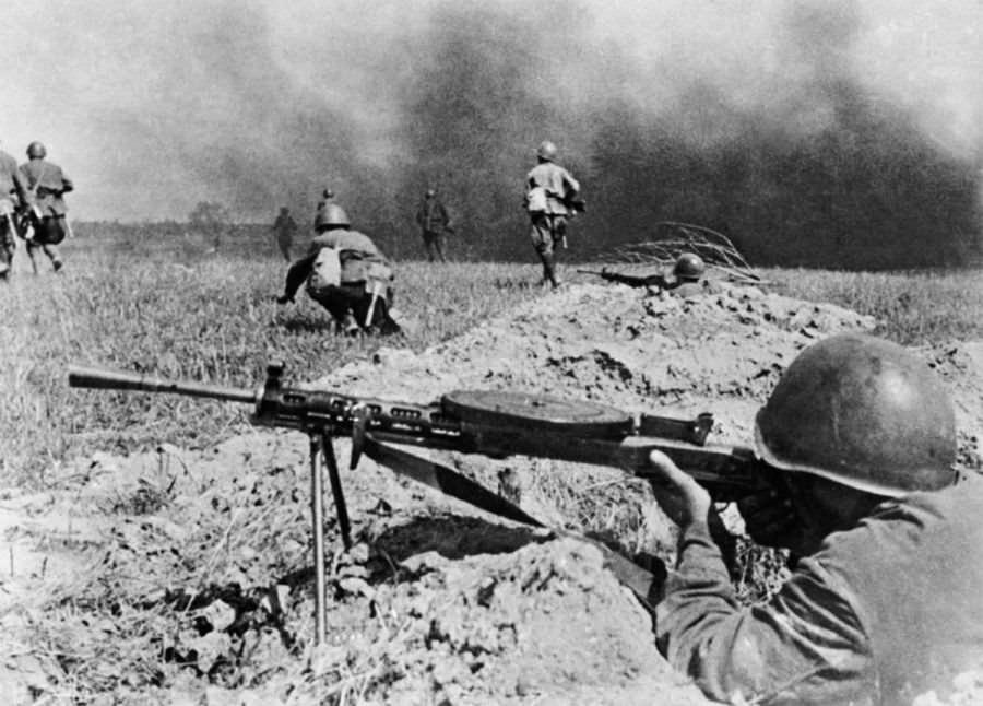 Пехота поднимается в атаку