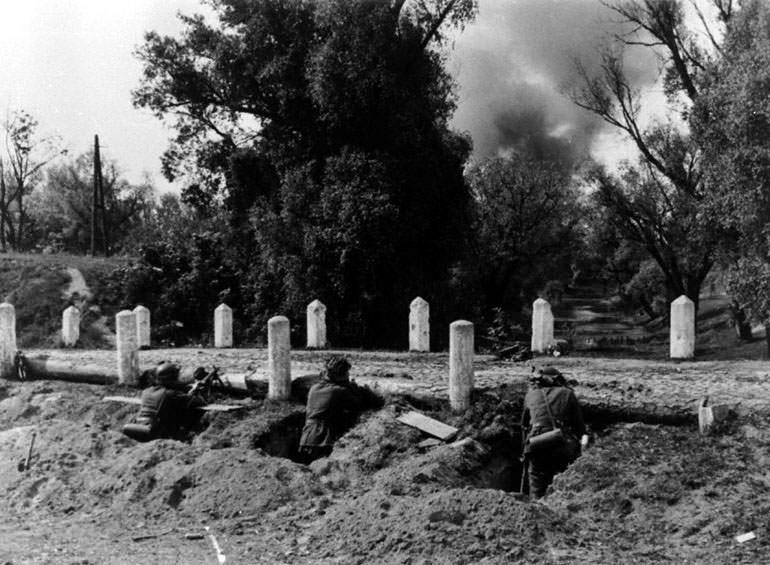 Немецкие солдаты во время боя под Брестом