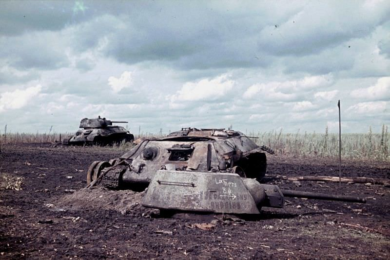 Сгоревшие танки Т-34 «За Советскую Украину»