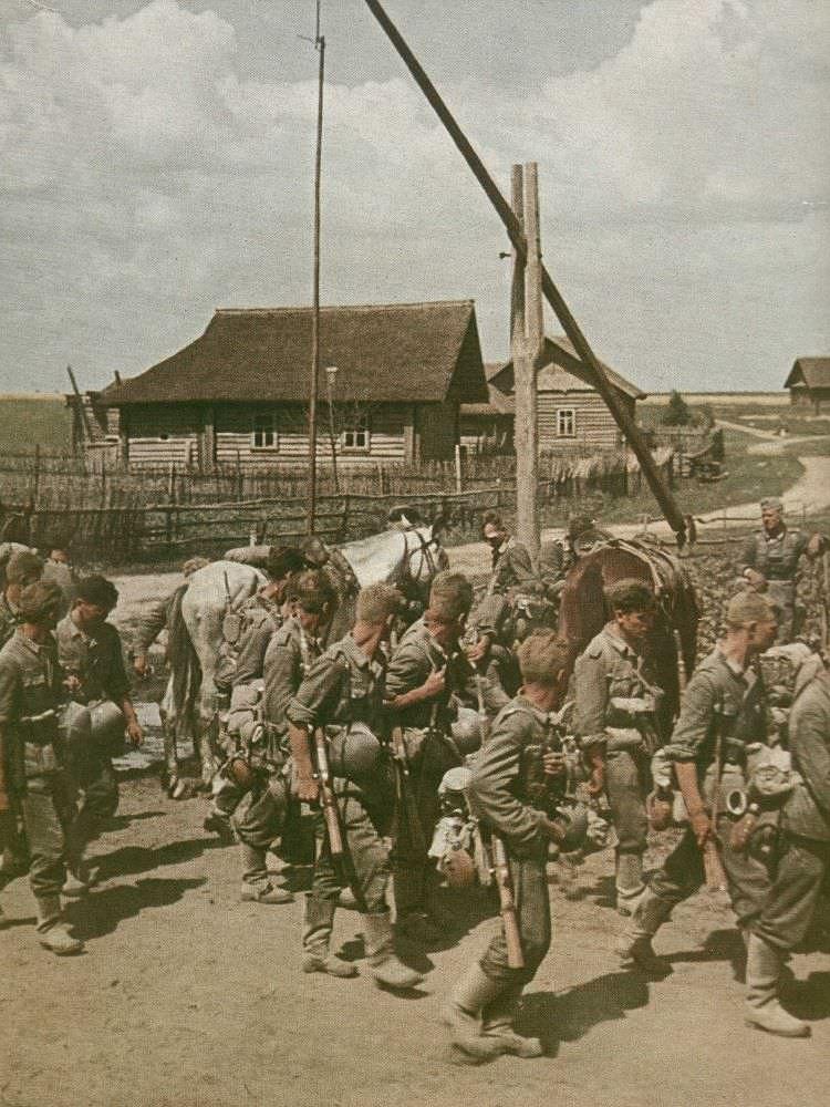 Немецкие части в советской деревне