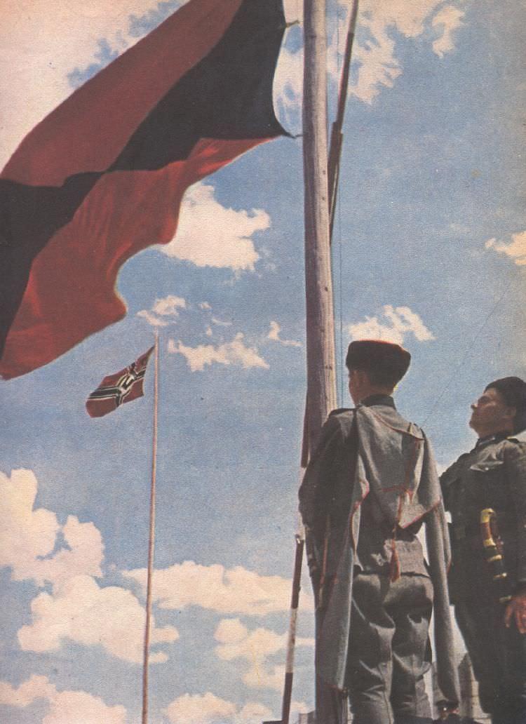 Поднятие флага казаков-легионеров