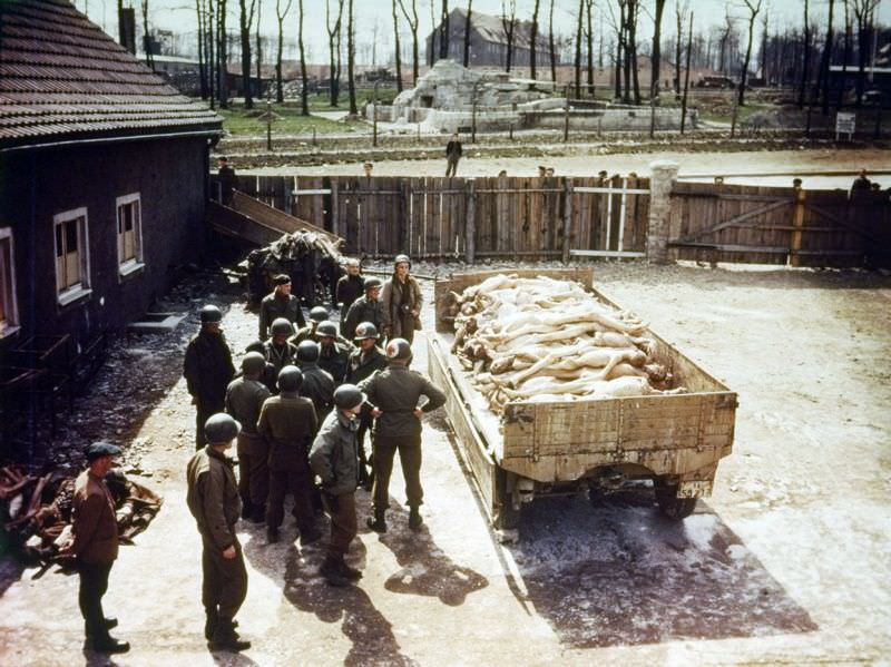 Военнослужащие США в концлагере Бухенвальд