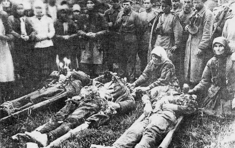 Тела трех советских офицеров, убитых четниками