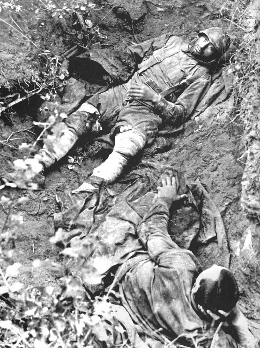 Раненые советские солдаты в момент пленения