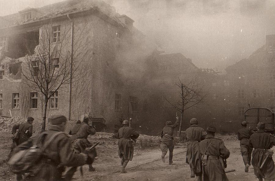 Уличный бой в Кенигсберге