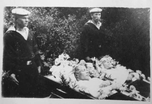 Похороны моряков, погибших в ходе разведки боем. 73я морская бригада