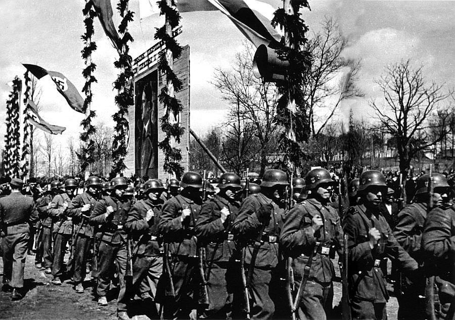13-й белорусский полицейский батальон на параде