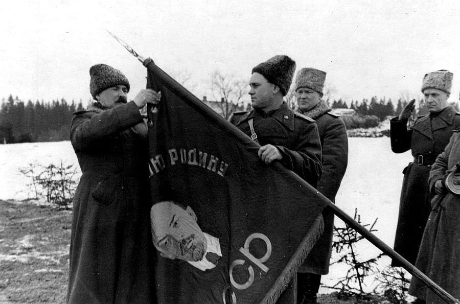 Награждение 8-й гвардейской Режицкой стрелковой дивизии