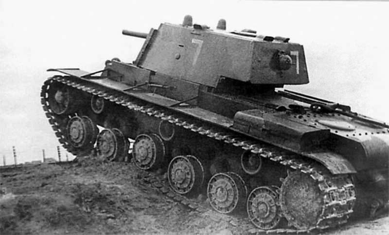 Комвзвода танков КВ лейтенант Коновалов