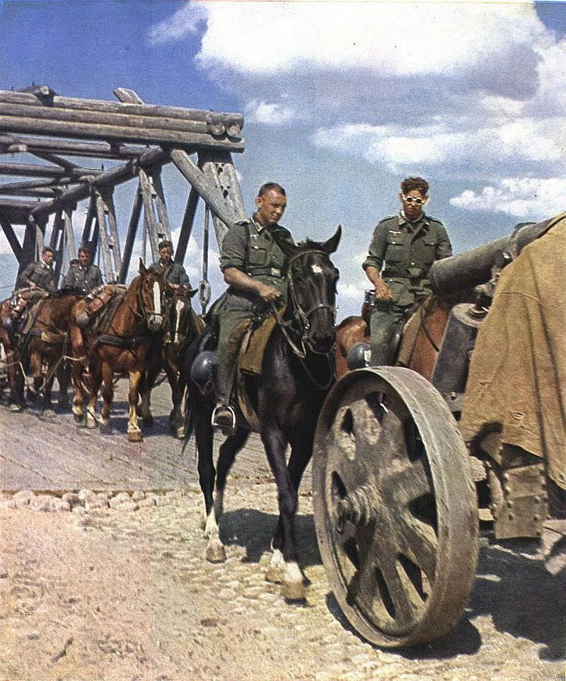 Немецкая колонна на мосту