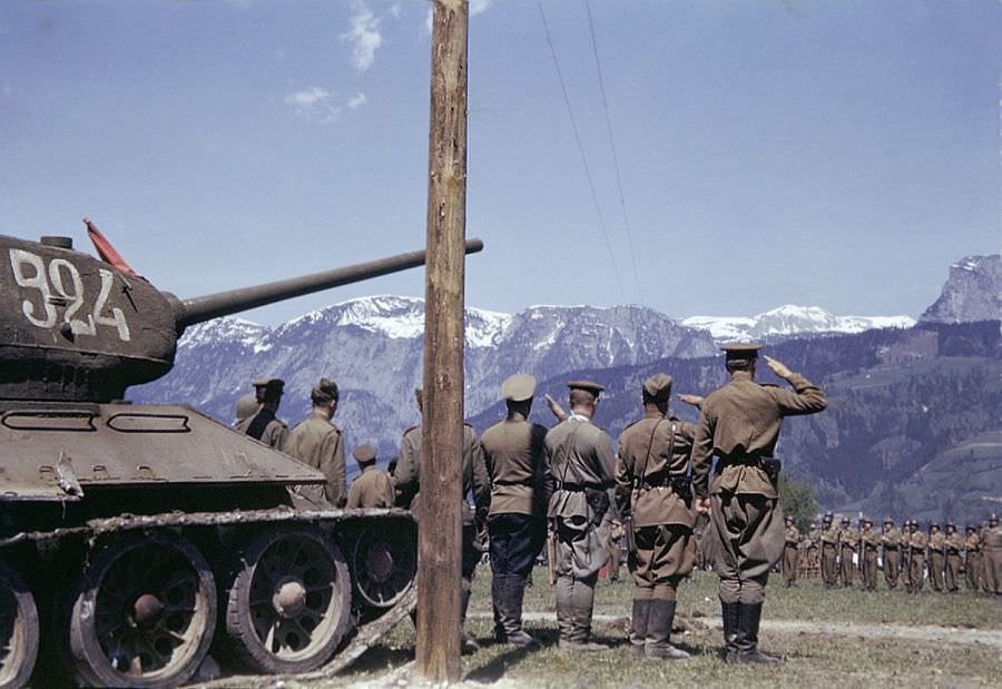 На параде 9-й бронетанковой дивизии армии США