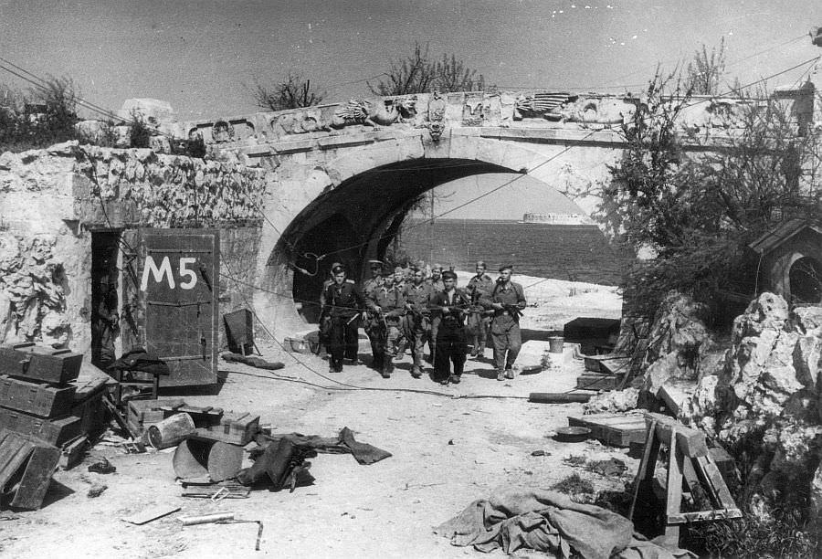 Морская пехота в освобожденном Севастополе