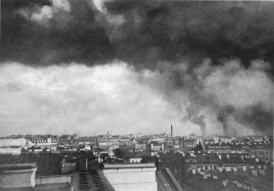 Пожары в Ленинграде после первого немецкого авианалета