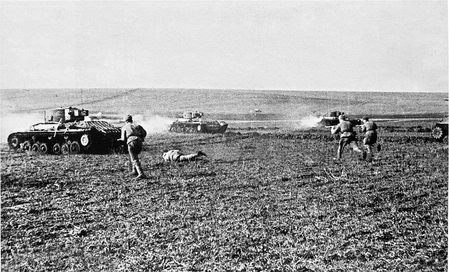 Советская пехота в атаке в районе Вены