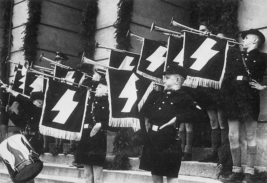 «Гитлерюгенд» в польском городе Томашув