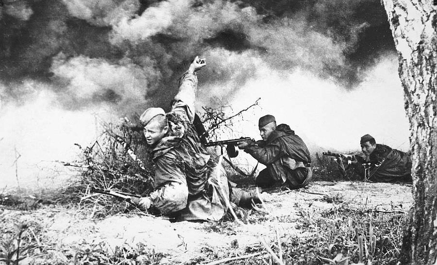 Советские разведчики в бою