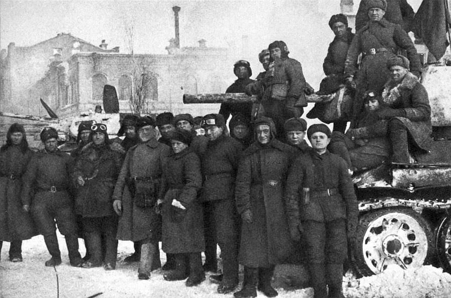 Сталинград, советские танкисты после боев