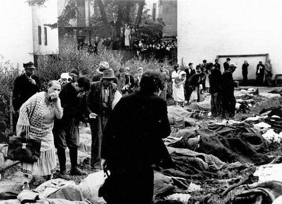 Опознание убитых в Лемберсском лагере
