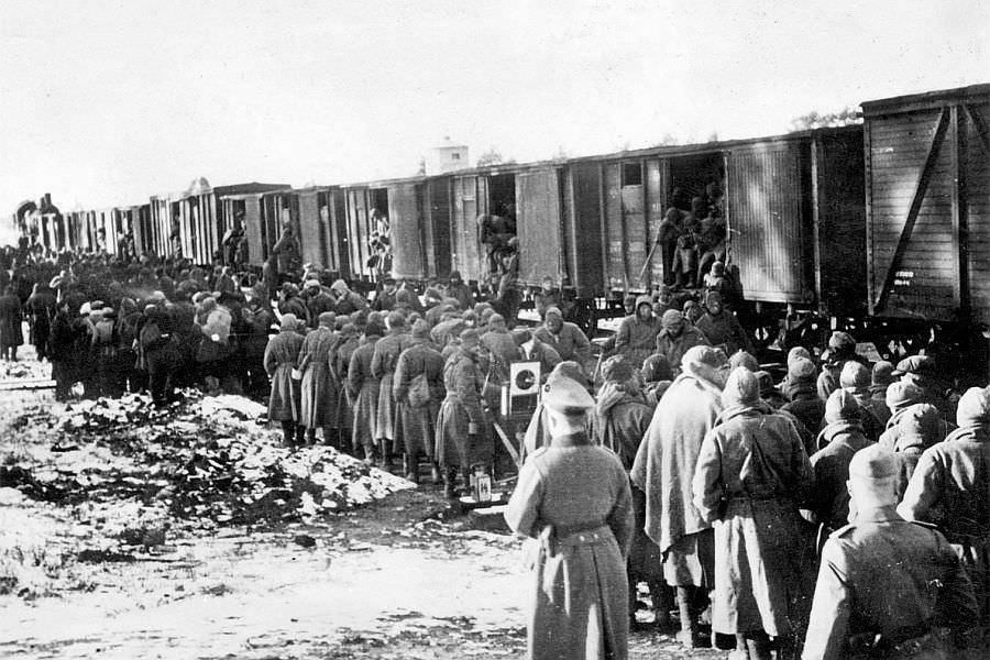 Пленные красноармейцы прибыли в немецкий концлагерь