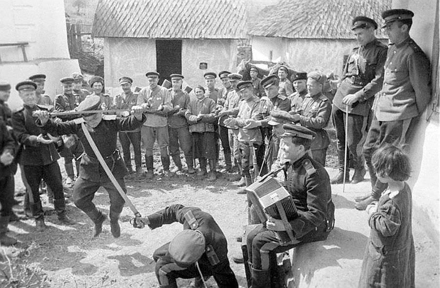 Казаки-гвардейцы в перерывах между боями