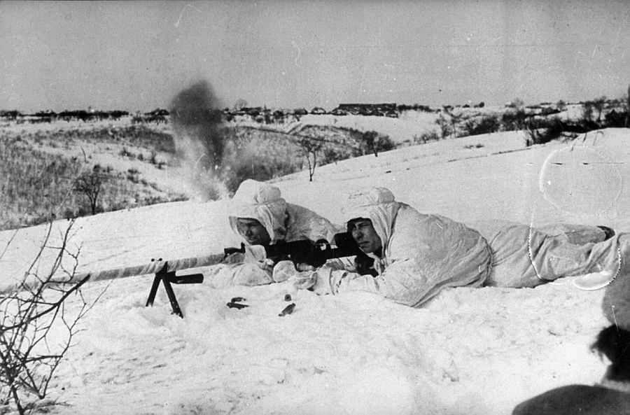 Советские бронебойщики в бою