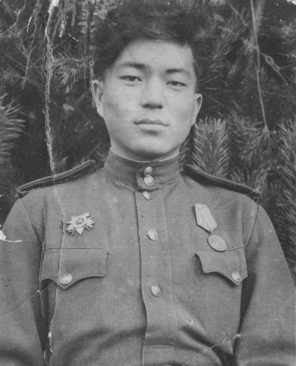 Капитан истребителей танков Жолдыбай Нурлыбаев