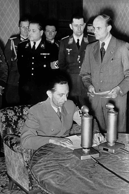 Геббельс сообщает по радио о нападении на СССР