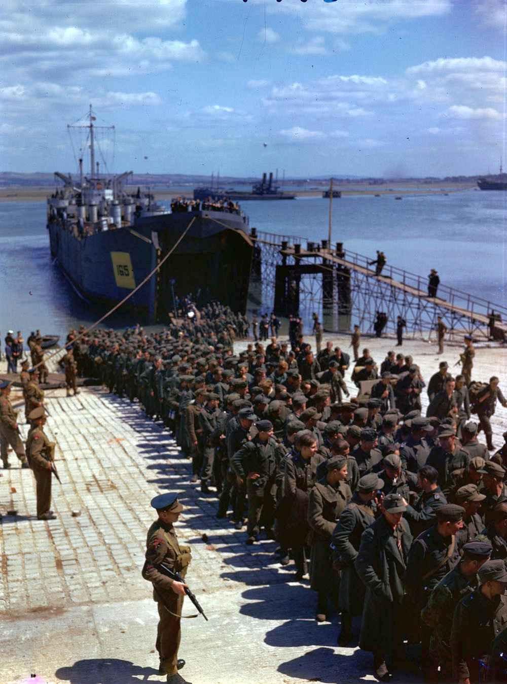 Пленные немцы, захваченные союзниками при высадки в Нормандии