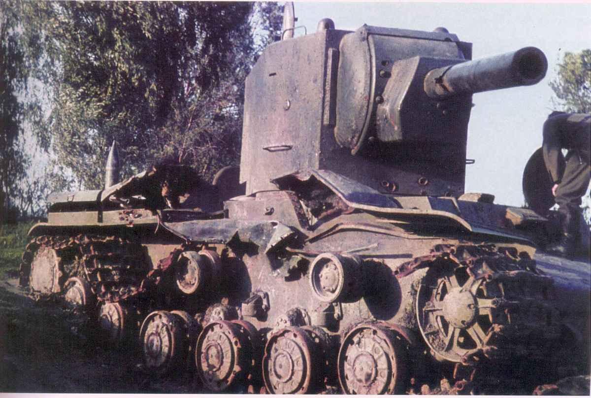 Подбитый советский танк КВ-2 №Б-4754