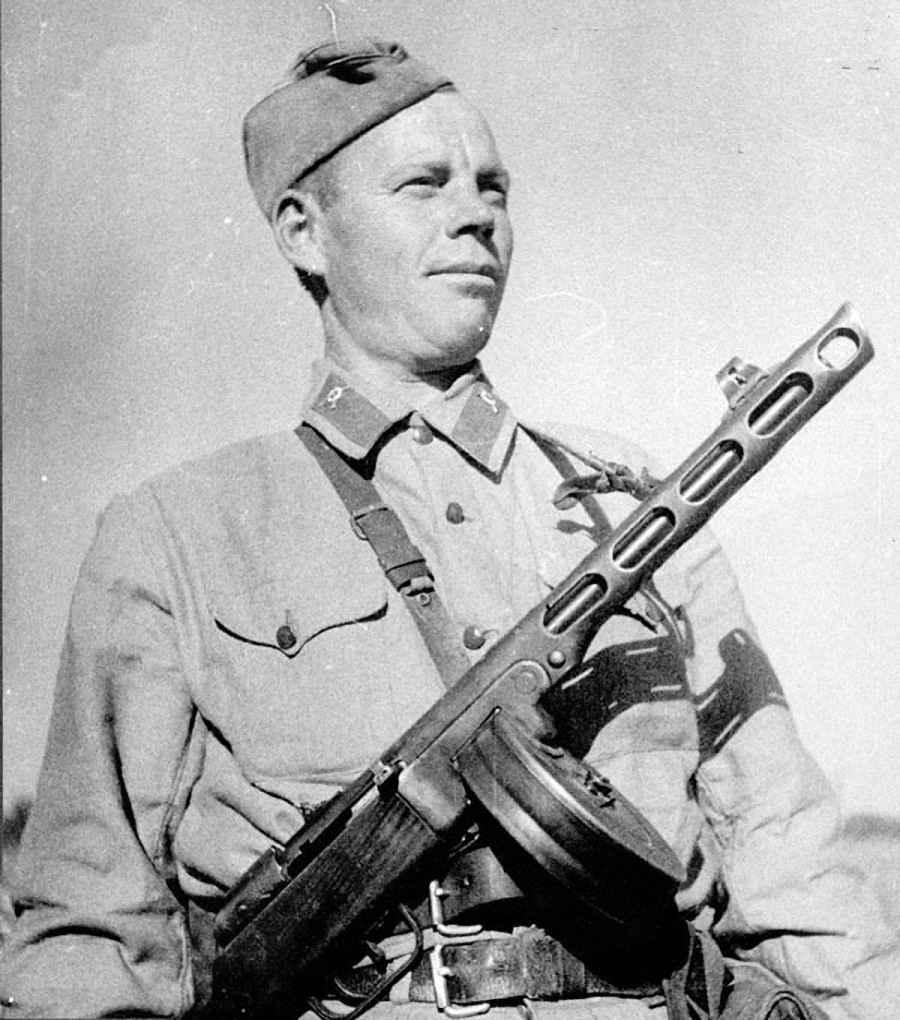 Советский солдат с ППШ