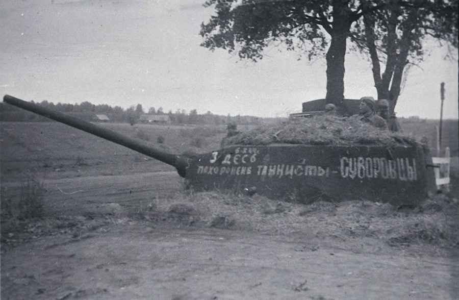 Могила танкистов-суворовцев