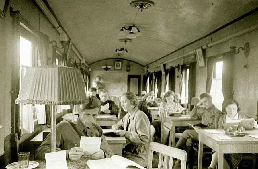 Банно-прачечный поезд, построенный на средства рабочих