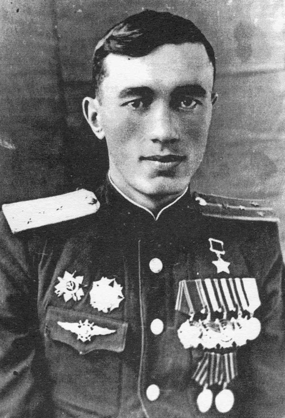 Летчик-штурмовик капитан Ю.А. Акаев