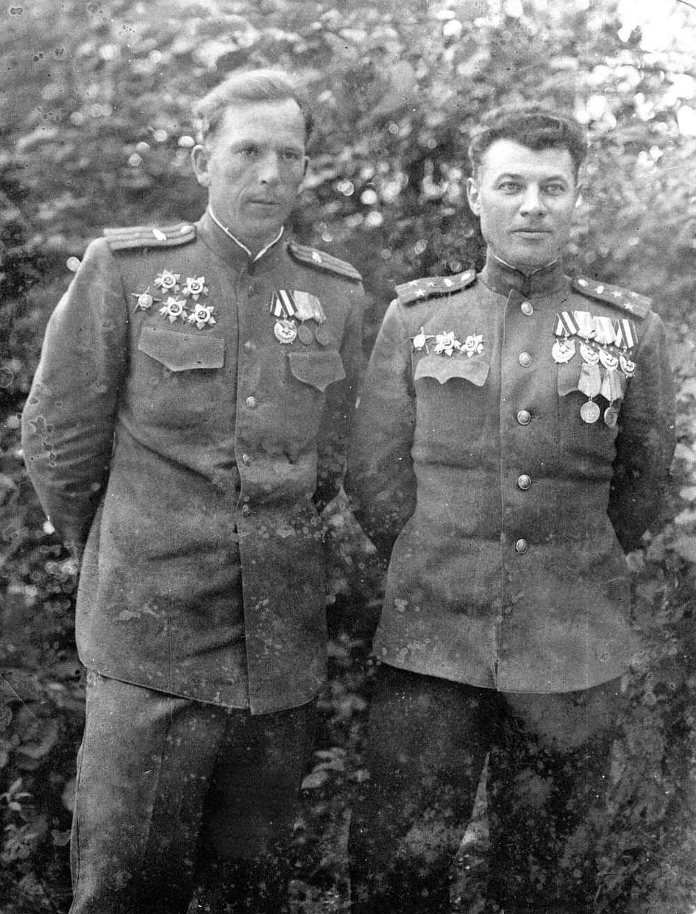 Командир и замполит 88-го отдельного тяжелого танкового полка